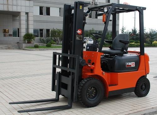 大连叉车CPCD10柴油液力传动叉车