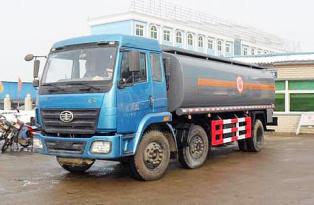 湖北合力解放小三轴化工液体运输车