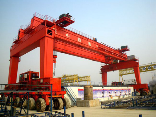华中建机MGhz900t轮胎式提梁机