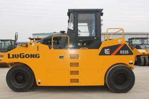 柳工CLG6526S轮胎压路机