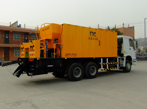 河南鼎诚DCXF1035稀浆封层车