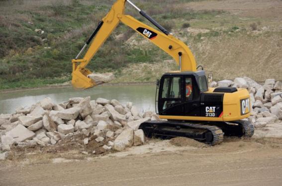 卡特彼勒313D2小型挖掘机