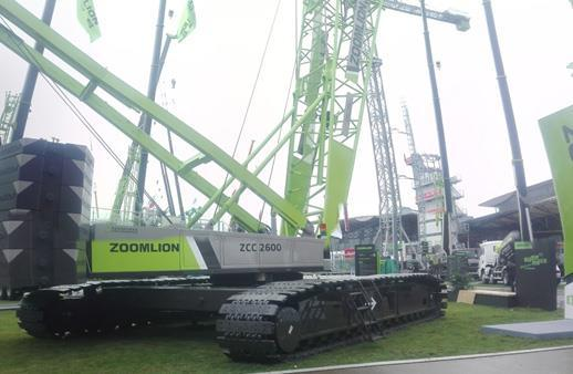 中联重科ZCC2600履带起重机