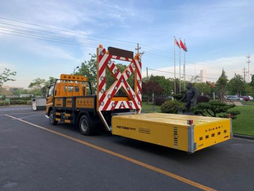 美通筑机LMT5090TFZ防撞缓冲车护栏打桩机